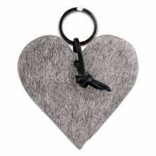 Hartvormige sleutelhanger van grijze koeienhuid